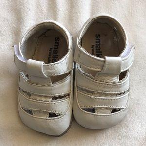 See kai run 0-6 month white soft shoe